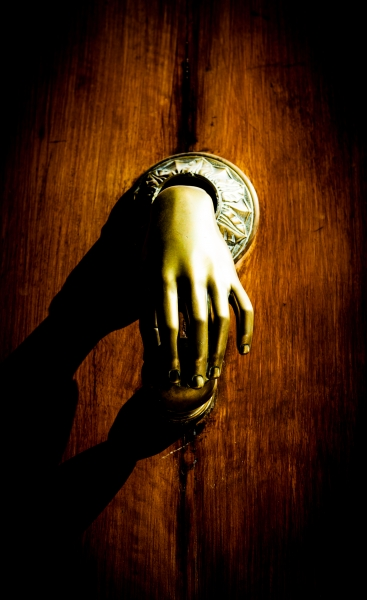 10394807-misterious-knocker